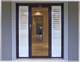 Saugios paradinės durys